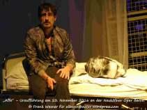 """Anton Weil in """"Affe"""" – Uraufführung mit den Songs von Peter Fox am 23. November 2016 an der Neuköllner Oper Berlin © Frank Wesner"""